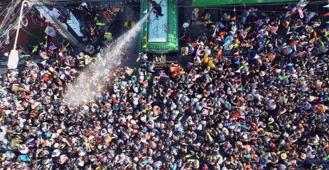 Tet co truyen Songkran: Le hoi truyen thong 'hoang dai' nhat Thai Lan hinh anh 1