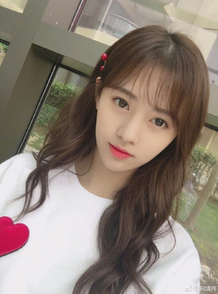 7 hot girl sinh nam 1994 noi tieng tren mang xa hoi Trung Quoc hinh anh. 2.
