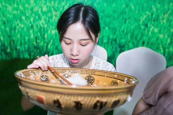 6 co gai 'an thung uong vai' khien nguoi xem choang vang hinh anh