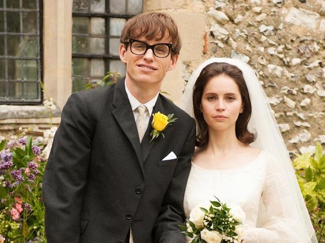 Tinh yeu cua Stephen Hawking va vo tai hien qua phim hinh anh