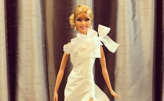 'Thanh Barbie' co tai lam vay cuoi cho bup be tu giay ve sinh hinh anh