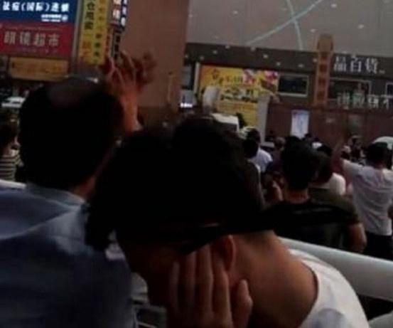 Dam dong gay phan no khi livestream, vo tay co vu co gai tu tu hinh anh 5