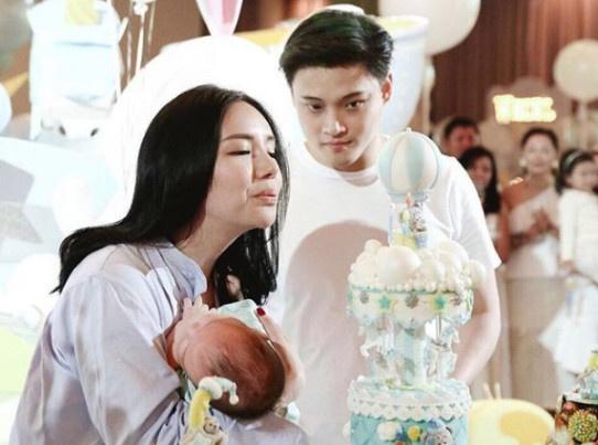 Nhan sac ai nu nha ty phu Kim Lim sau khi sinh con hinh anh