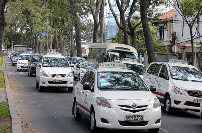 Canh tranh voi Uber, Grab: Taxi ke bat chuoc, nguoi doa kien hinh anh
