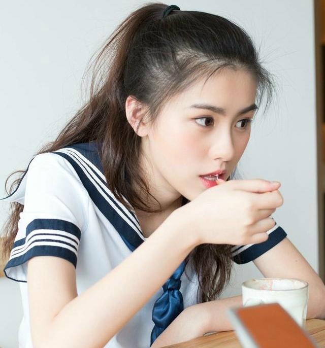 'Hot girl tra sua' 18 tuoi moi noi tai Trung Quoc hinh anh 1