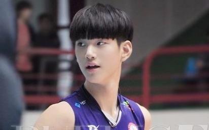 'Nam than bong chuyen' cao 1,93 m, dep trai nhu Kim Soo Hyun hinh anh