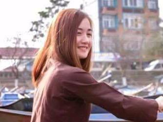 Co lai do xinh dep cho khach tray hoi chua Huong hinh anh