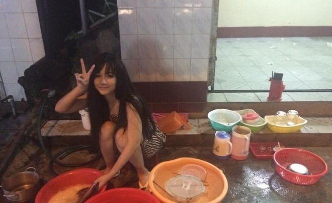 'Hot girl rua bat' Viet duoc dan mang Han khen xinh, cham chi hinh anh 1