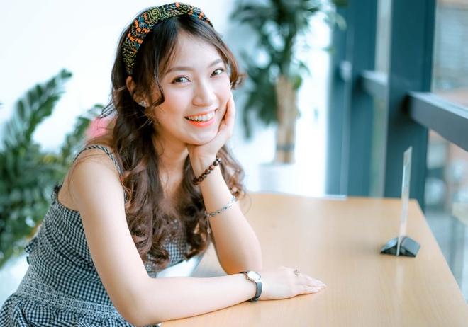 'Hot girl noi 7 thu tieng': Xinh va gioi gio se khong F.A hinh anh