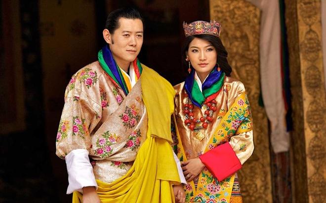 Vua va hoang hau Bhutan cam on moi nguoi chuc phuc trong le cuoi hinh anh