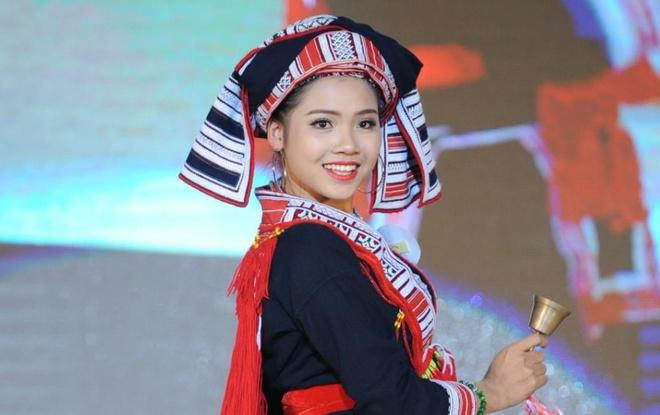9X dan toc Dao den tu 'mien gai dep' Tuyen Quang: Mo lam bac si gioi hinh anh