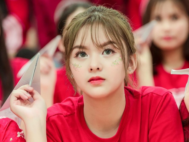 'Hot girl anh ky yeu' 10X thuong bi nham la gai Tay hinh anh