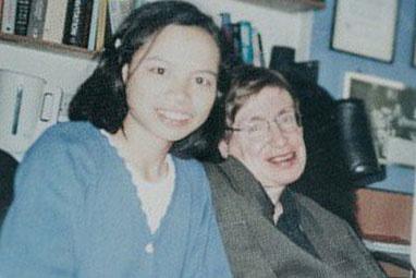Con gai nuoi Stephen Hawking: 18 nam qua chi mong duoc gap cha lan nua hinh anh