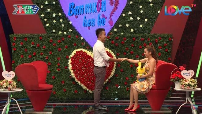 Chang trai tim ban gai 'day du bo phan tren co the' o Ban muon hen ho hinh anh 2