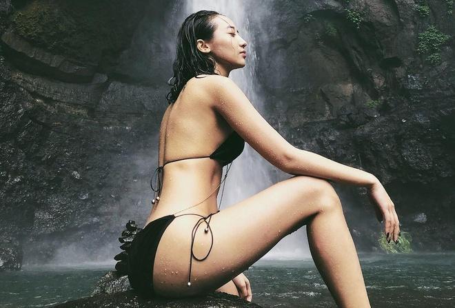 1.001 kieu tao dang nong bong voi bikini cua hot girl Viet hinh anh