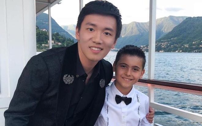 Tan chu tich 9X CLB Inter Milan: Dep trai, con nha ty phu Trung Quoc hinh anh
