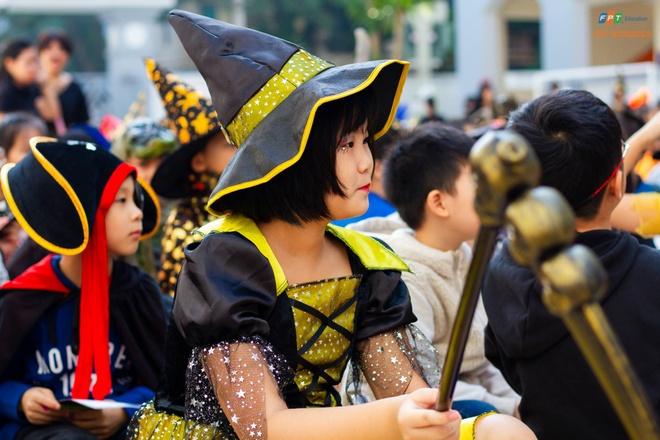 Hoc sinh truong FPT cosplay ma quy, sieu nhan ngay Halloween hinh anh 9