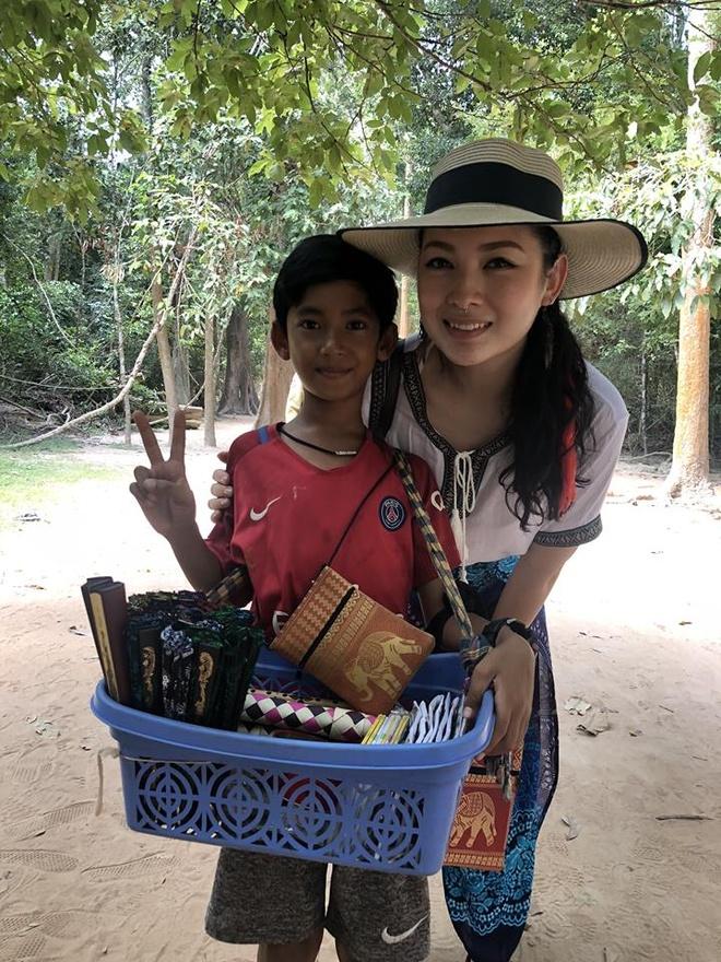 cau be ban rong Campuchia noi 10 ngon ngu anh 1