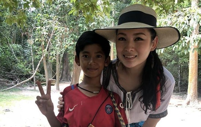 Cau be ban rong Campuchia noi duoc 10 thu tieng hinh anh