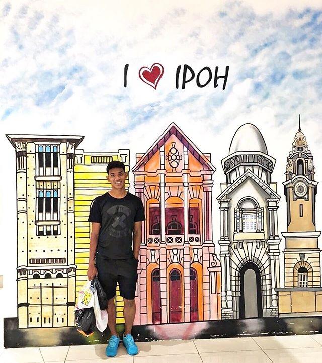 Tien dao xuat sac nhat 2017 cua Malaysia: Cao 1,80 m, chua co ban gai hinh anh 11