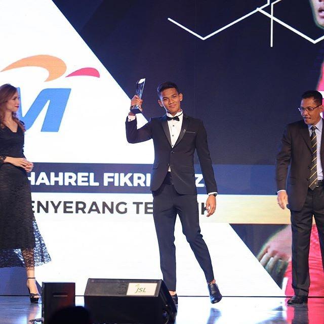 Tien dao xuat sac nhat 2017 cua Malaysia: Cao 1,80 m, chua co ban gai hinh anh 5