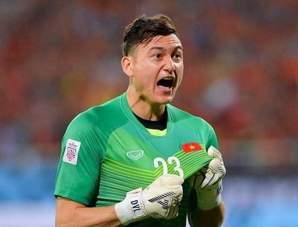 CDV Malaysia ca ngoi Van Lam chay cung dong mau huyen thoai Lev Yashin hinh anh
