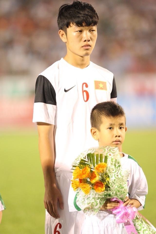 Fan thich thu voi hinh anh Xuan Truong, Van Toan tren bao 5 nam truoc hinh anh 4