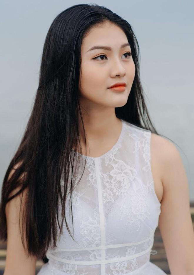 10X Dong Nai cao 1,72 m, biet 2 ngoai ngu, tung tham gia Miss Teen hinh anh 2