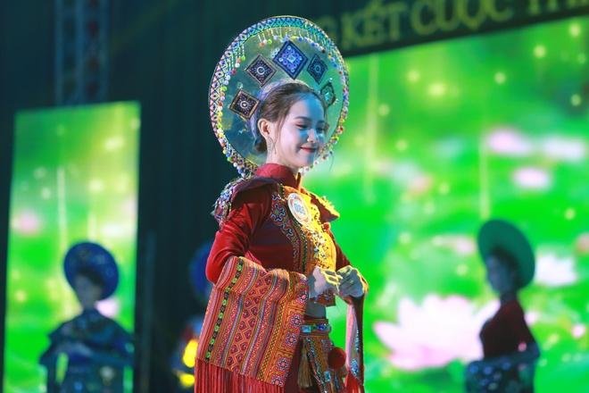 10X du hoc sinh Lao: 'Nam lun' xinh dep, biet 5 thu tieng hinh anh 1