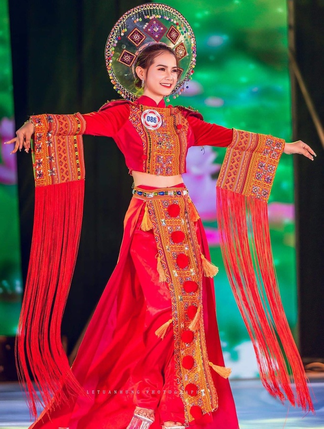 10X du hoc sinh Lao: 'Nam lun' xinh dep, biet 5 thu tieng hinh anh 2