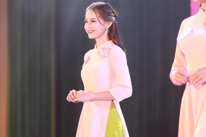 10X du hoc sinh Lao: 'Nam lun' xinh dep, biet 5 thu tieng hinh anh 4