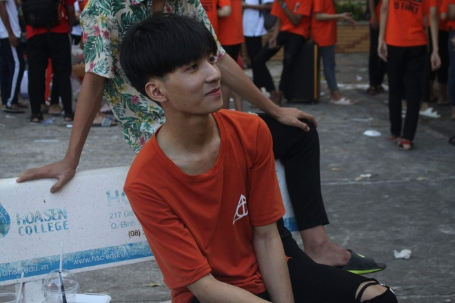 nam sinh co goc nghieng giong Son Tung M-TP anh 7