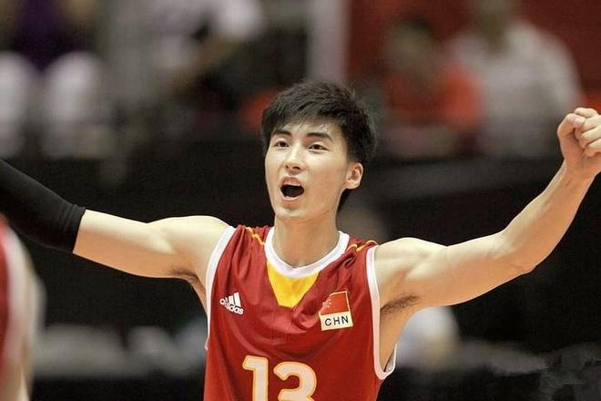 Tuyển thủ bóng chuyền cao 1,95 m nổi tiếng tại Trung Quốc