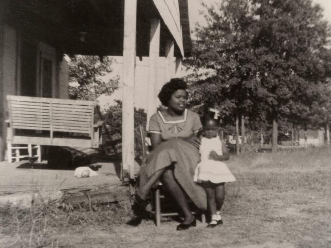 Tuổi trẻ của Oprah Winfrey: Bị người thân lạm dụng, 14 tuổi sinh con