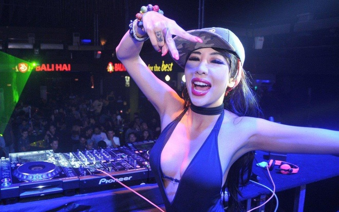 DJ Singapore nong bong choi nhac tai Amsterdam hinh anh