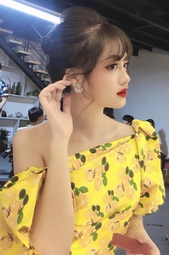 Hot girl Hoc vien Hang khong: 'Muon vao showbiz nhung chua co co hoi' hinh anh 2