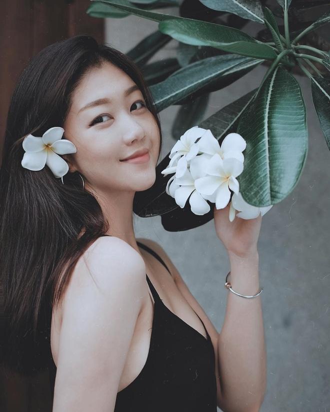 Hot girl nganh hang khong: Nguoi lay chong Tay, nguoi di thi hoa hau hinh anh 8
