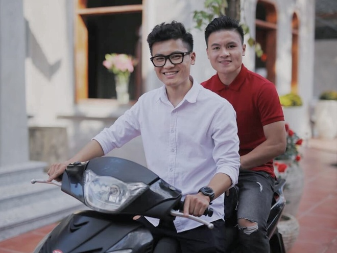 Anh trai Quang Hai lam tho xam, em Van Lam body 6 mui giong anh hinh anh 5