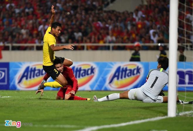 Viet Nam,  vong loai World Cup 2022,  Quang Hai,  cau thu Malaysia bi che anh anh 3