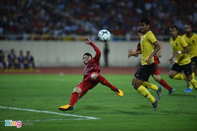 Viet Nam,  vong loai World Cup 2022,  Quang Hai,  cau thu Malaysia bi che anh anh 2