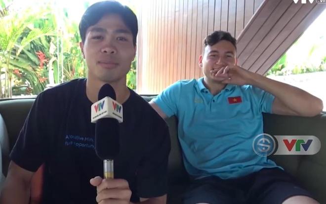 Van Lam, Van Hau bat cuoi khi Cong Phuong tap lam phong vien hinh anh