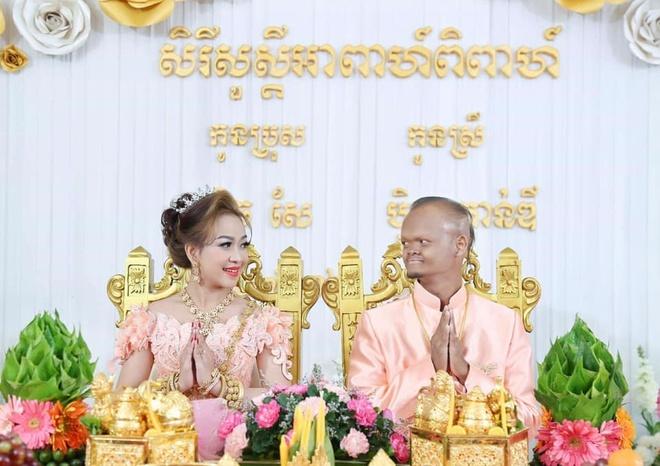 cap chong cu vo tien Campuchia anh 1