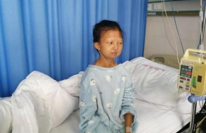Wu Huayan khiến nhiều người xót xa với thân hình da bọc xương do nhịn ăn nuôi em trai bị bệnh suốt nhiều năm. Ảnh: Kerry Allen.