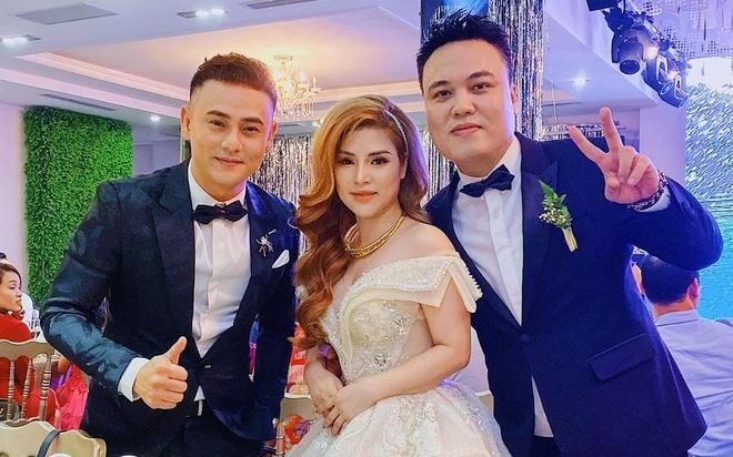 LK the hien lai hit 'Anh nho em nhieu' cung Ung Dai Ve trong le cuoi hinh anh