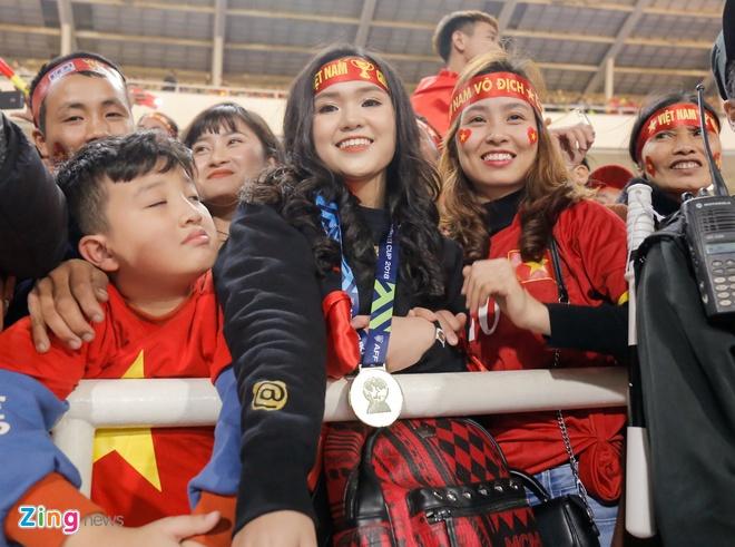 Tu AFF Cup den SEA Games, Van Hau va cac cau thu deu tang ban gai HCV hinh anh 6