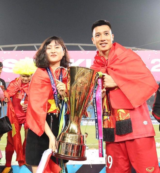 Tu AFF Cup den SEA Games, Van Hau va cac cau thu deu tang ban gai HCV hinh anh 10