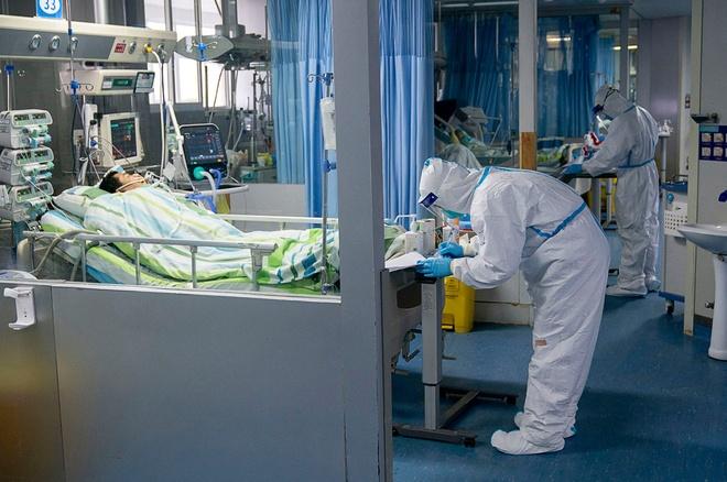 Nhat ky chang trai thang virus corona: 'Toi gan nhu go cua dia nguc' hinh anh 2 doctor_at_hospital_in_wuhan_dies_after_treating_patients_with_coronavirus.jpg