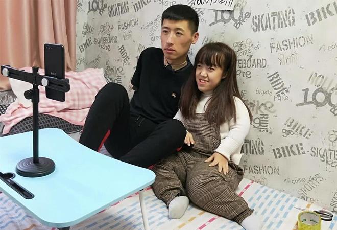 Chuyen tinh chenh 11 tuoi cua co gai 1,1 m va chang trai khong tay hinh anh 9 1000_4_.jpg