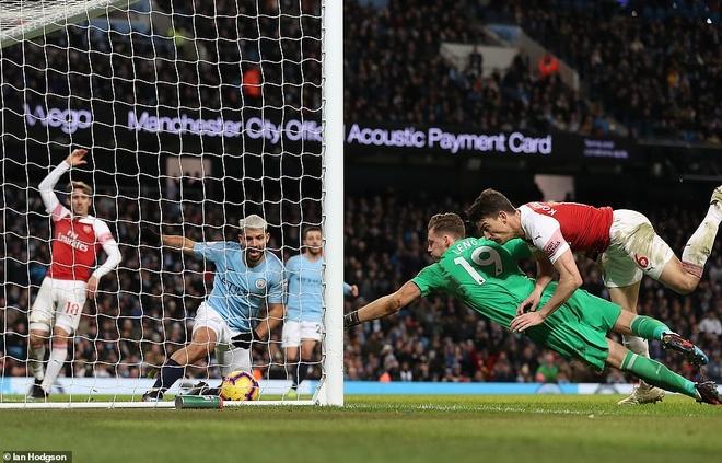 HLV Emery: 'Arsenal can tro giup trong cuoc dua top 4' hinh anh 2