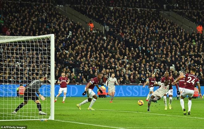Liverpool bi Man City ap sat sau tran hoa West Ham hinh anh 1